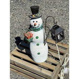 Snowman and Lantern Statue